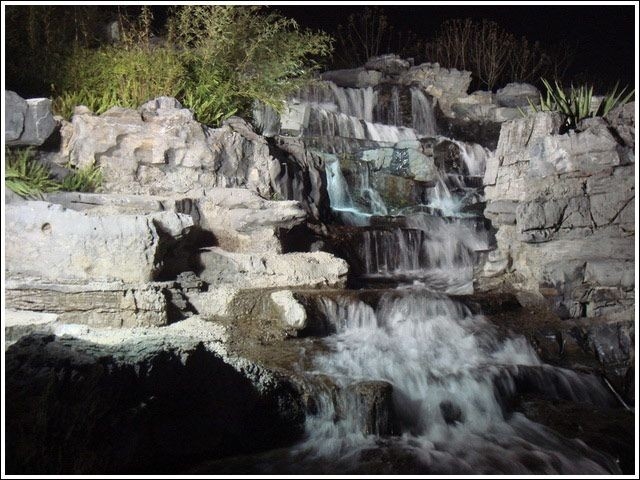 河堤瀑布1