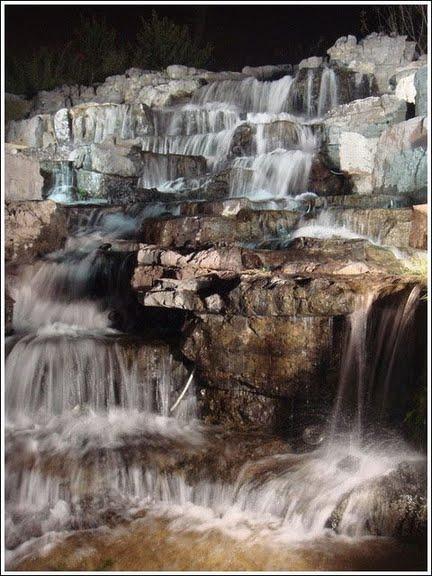 河堤瀑布2
