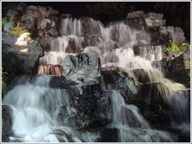 河堤瀑布3