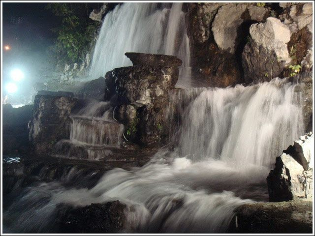 河堤瀑布4