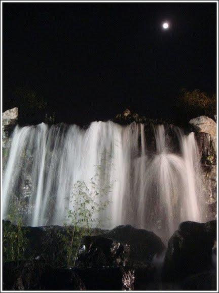 河堤瀑布5